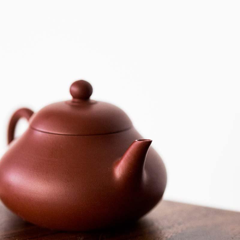 pear-chaozhou-da-hong-pao-clay-teapot-3