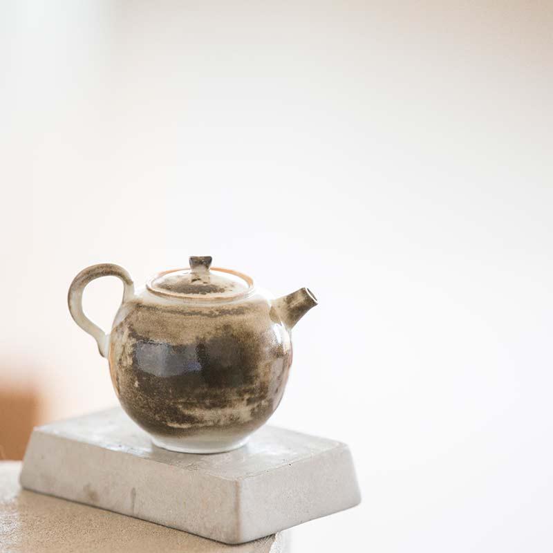light-shadow-shino-glaze-teapot-10