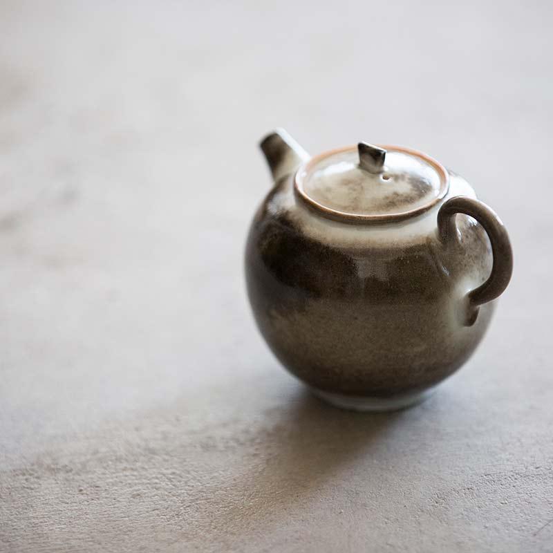 light-shadow-shino-glaze-teapot-13