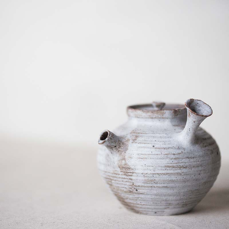 1001-teapot-132-01