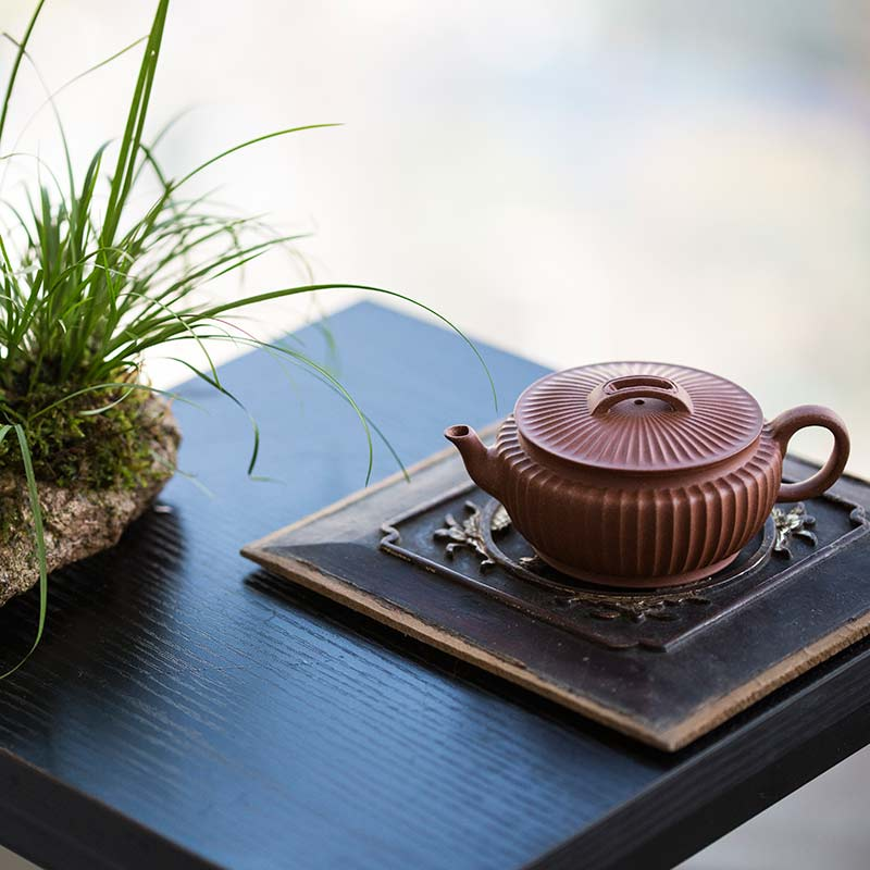 Broad Sculpted Yixing Qingshuini Teapot